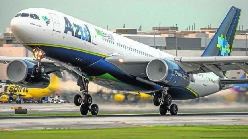 Azul pretende unir forças para comprar Latam Brasil